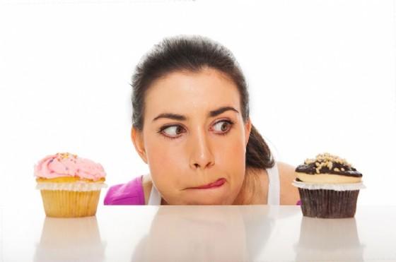 Cibo spazzatura, le donne ne hanno voglia di più al pomeriggio (© Drkskmn | AdobeStock.com)