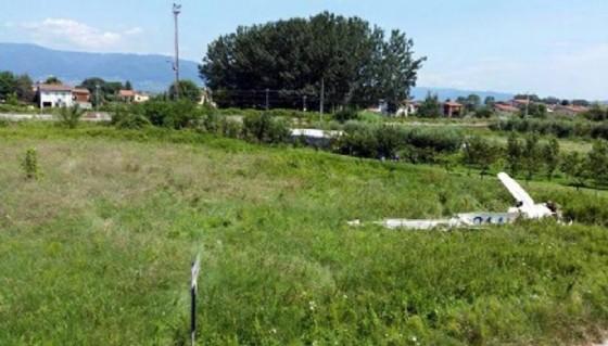 I resti del relitto dell'aereo precipitato a Camino (© ANSA)