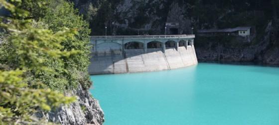 Sauris e la diga che si trova in quella zona (© AdobeStock | Alessandro Laporta)