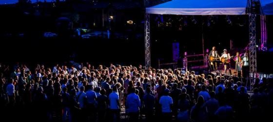 Bastianich sul palco di una delle passate edizioni del Music Festival (© Orsone - Ristorante e B&B | Facebook)