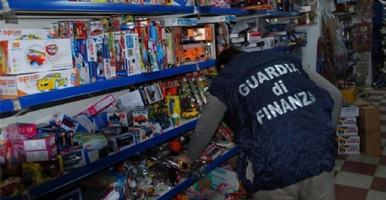 Sequestrati 10mila prodotti pericolosi a Pinerolo (© Guardia di Finanza)