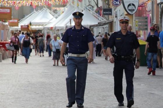 Polizia italiane e austriaca, insieme, al Kirchtag di Villaco (© LPD Kärnten)