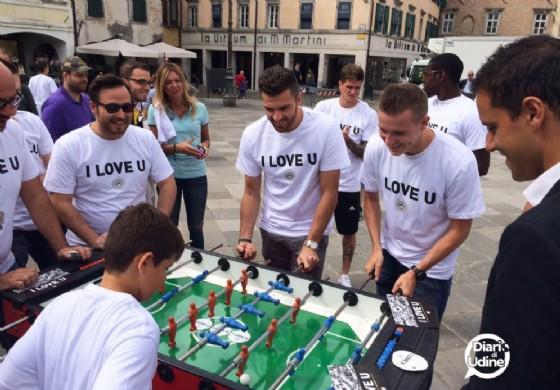 I giocatori dell'Udinese in piazza San Giacomo (© Diario di Udine)