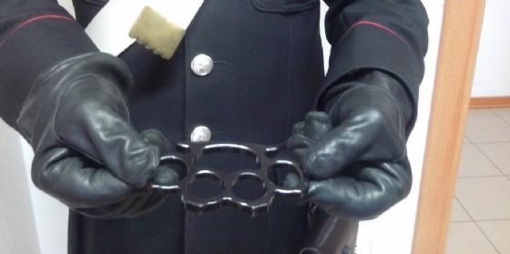 Il tirapugni usato per la rissa in via Savorgnana (© Carabinieri)