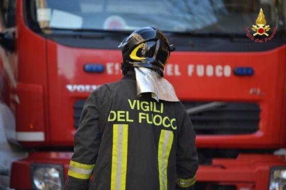 I vigili del fuoco sono intervenuti con la polizia