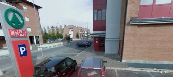 L'Eurospar di Udine, in via Cotonificio, colpito nella notte dai ladri (© Google Street View)