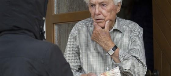 'Nuova' truffa agli anziani registrata a Tolmezzo (© AdobeStock | lettas)