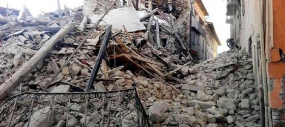 Una delle chiese distrutte dal sisma che ha colpito l'Italia centrale (© ANSA)