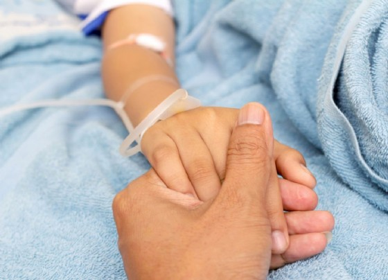 Cancro: bambini sopravvivono più di adolescenti e giovani adulti
