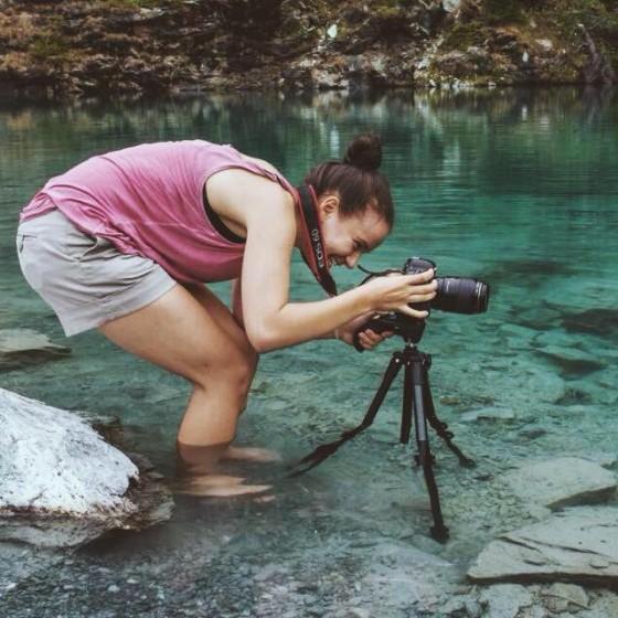 Giulia con la sua macchina foto