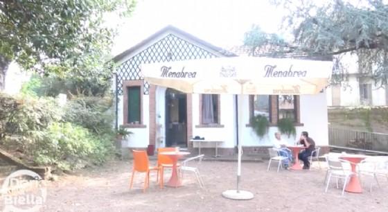 """Il giardino dove si trova il bar/caffetteria """"Interno 21"""", a Biella"""