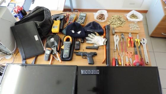 Il materiale rinvenuti nella casa del 41enne (© Carabinieri)