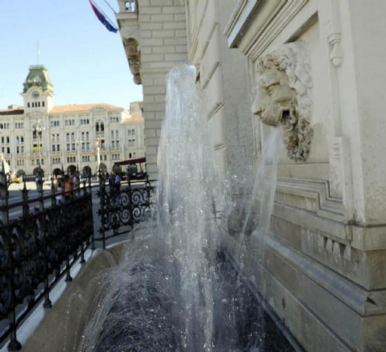 Una delle fontane riattivate in piazza Unità