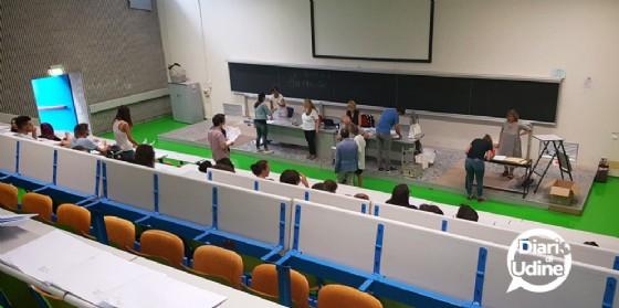 Gli aspiranti medici prima del test (© Diario di Udine)
