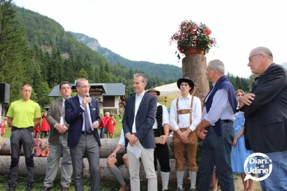 Le autorità intervenute all'inaugurazione del sentiero