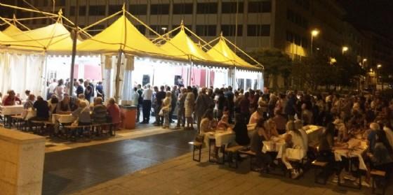 La gente in attesa in piazza Venerio (© Diario di Udine)