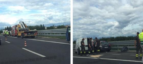 Le due vetture coinvolte, una Peugeot e un furgone Doblò, si sono scontrati finendo contro ilguardrail. (© Diario di Udine)