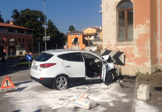 Il Suv uscito di strada a Pozzuolo (© Diario di Udine)