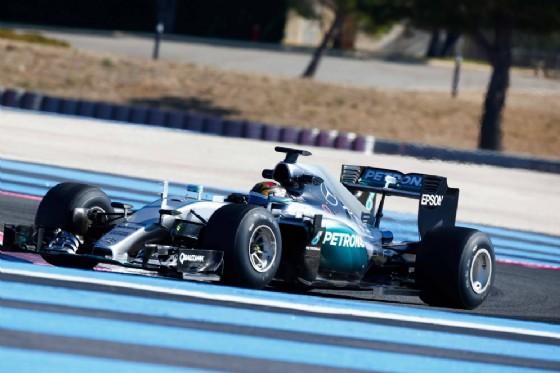 La Mercedes di Pascal Wehrlein in pista al Paul Ricard (� Pirelli)