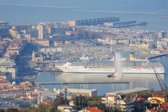 Una delle navi attraccate a Trieste