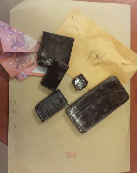La droga recuperata dai carabinieri (© Carabinieri)