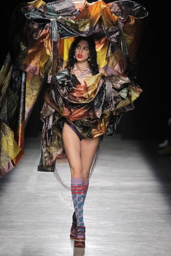 Un abito della collezione Andreas Kronthaler per Vivienne Westwood