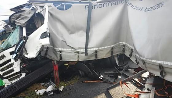 Uno degli incidenti che ha bloccato l'A4 (© Autovie Venete)