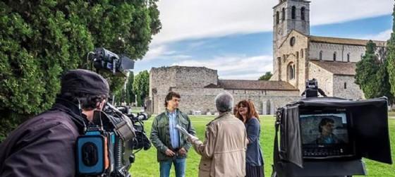 Alberto Angela durante le riprese di Ulisse ad Aquileia (© Fondazione Aquileia | Facebook)