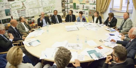 Il gruppo di lavoro insieme a Renzo Piano (© UniUd)