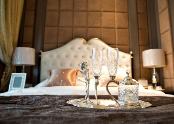 Luxury Hotel (© Shutterstock.com)
