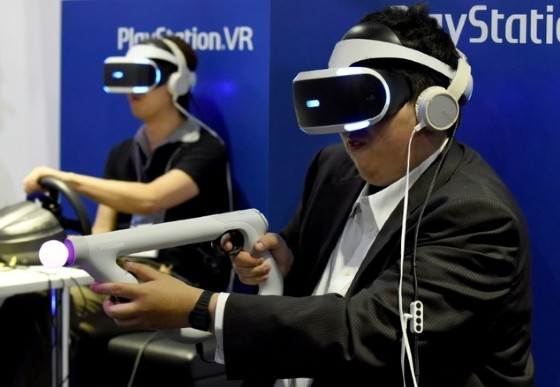 Sony's virtual reality headset will hit store shelves for the Christmas shopping season © Toru Yamanaka (AFP/File)