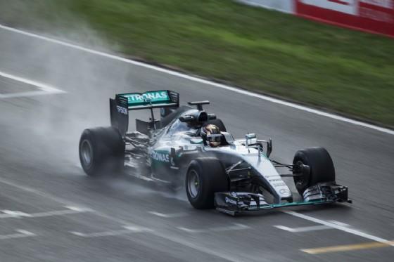 Pascal Wehrlein in azione con la Mercedes a Barcellona (© Pirelli)