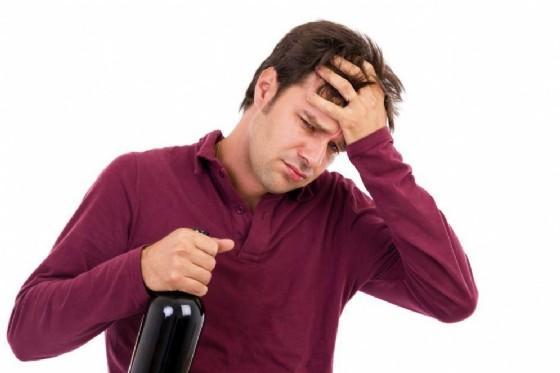 Ma di testa da vino, è colpa della ammine (© Jinga | Shutterstock.com)