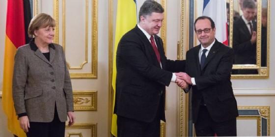 La cancelliera tedesca Angela Merkel, il presidente ucraino Petro Poroshenko e quello francese Francois Hollande. (© Slavko Sereda / Shutterstock.com)