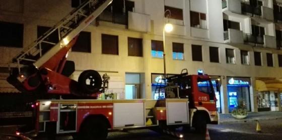 Incendio in via Gemona a Udine, intervenuti i vigili del fuoco
