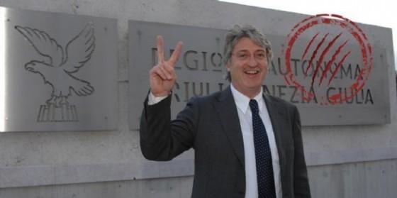 Renzo Tondo «colpito» dal graffio di Linda (© Diario di Udine)