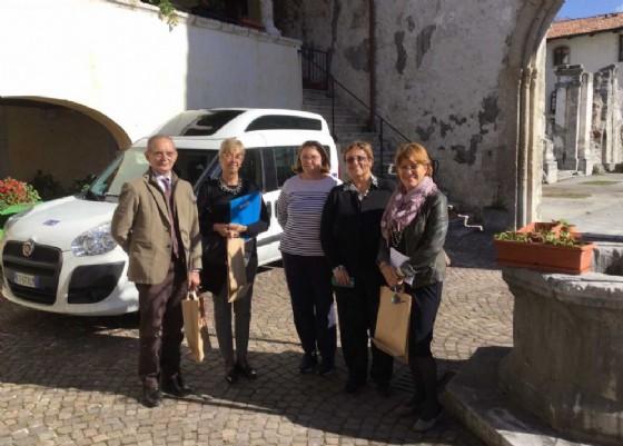 L'assessore Telesca durante la sua visita a Venzone (© Regione Friuli Venezia Giulia)