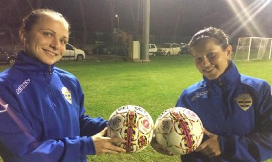 Martinelli e Del Stabile con i nuovi palloni ufficiali (© Upc Tavagnacco)