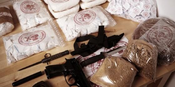 Un carico di droga e armi. (© Couperfield / Shutterstock.com)
