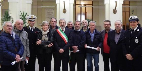 Il gruppo di 'nonni' premiati (© Comune Ud)