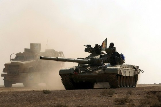 An Iraqi forces tank advances towards the village of Salmani one of several surrounding villages Iraqi forces have worked to liberate during the ongoing battle to drive the IS out of the nearby hub city of Mosul © Ahmad al-Rubaye (AFP)
