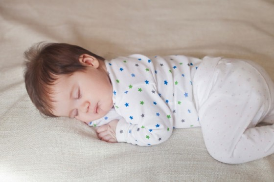 Una bimba soffocata dal padre con la Sindrome di Munchausen (© margo_black | shutterstock.com)