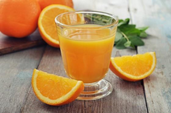 Le proprietà e i benefici del succo di arancia