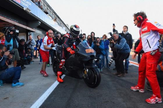 MotoGP - Lorenzo saluta Yamaha con il trionfo