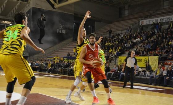 Un'azione della partita tra Trieste e Recanati (© Pallacanestro Ts)