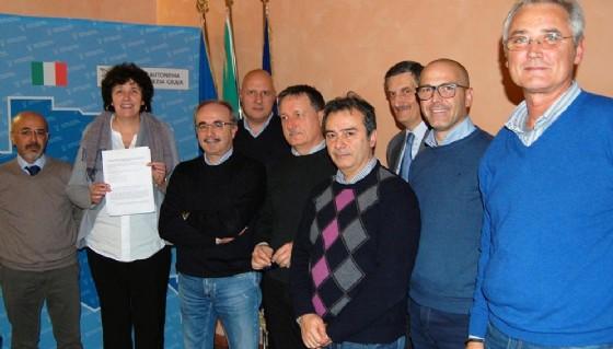 LA firma dell'accordo con l'assessore Panariti (© Diario di Pordenone)