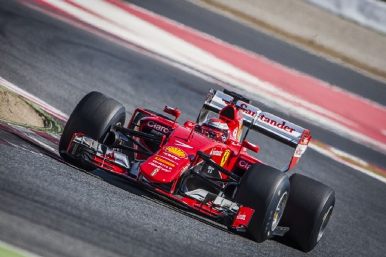 La Ferrari in pista con le gomme del prossimo anno (© Pirelli)