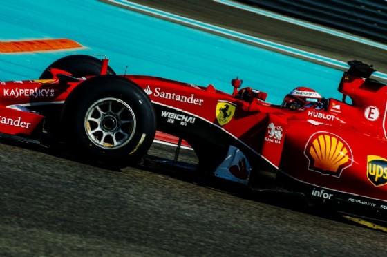 Kimi Raikkonen in pista nei test di Abu Dhabi (© Ferrari)