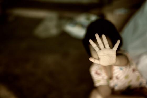 Violenza sui minori (© EAK MOTO | shutterstock.com)