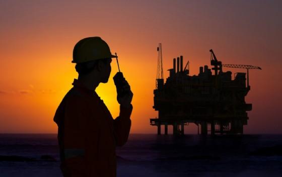 Il prezzo del greggio vola dopo l'accordo OPEC.